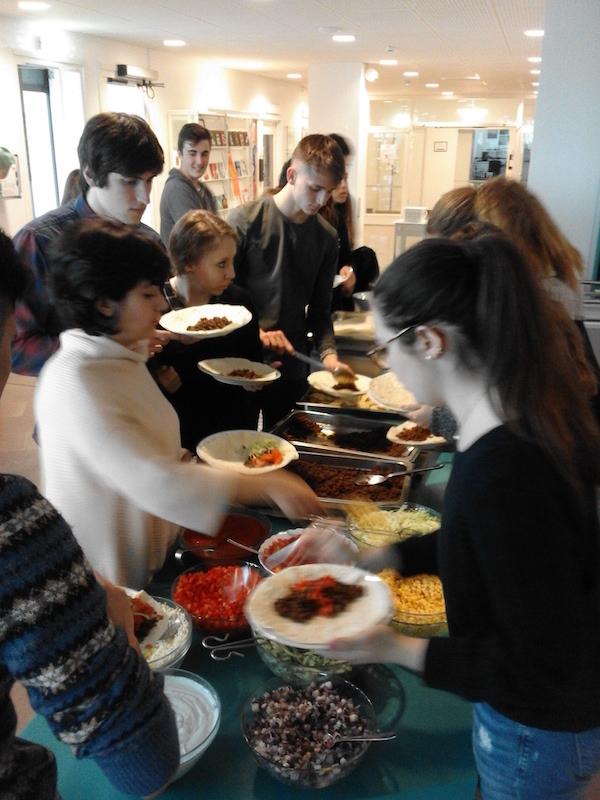 Encuentro padres-alumnos. 4th Mobility Meeting, Sweden.  Áurea González, directora Lope de Vega con familias suecas. 4th Mobility Meeting, Sweden