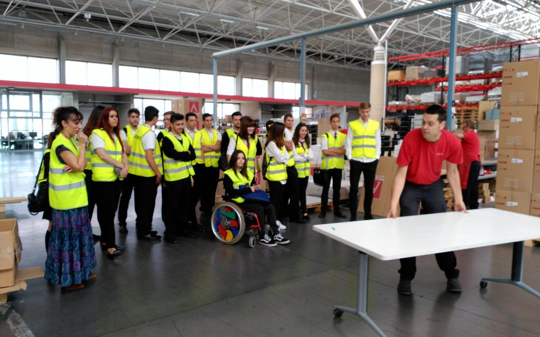 Los alumnos de los Ciclos de Gestión Administrativa visitaron la empresa ACTIU